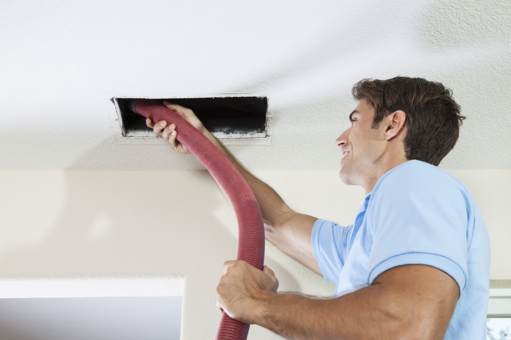 Air-Duct-Cleaning-tech-2-1024x682